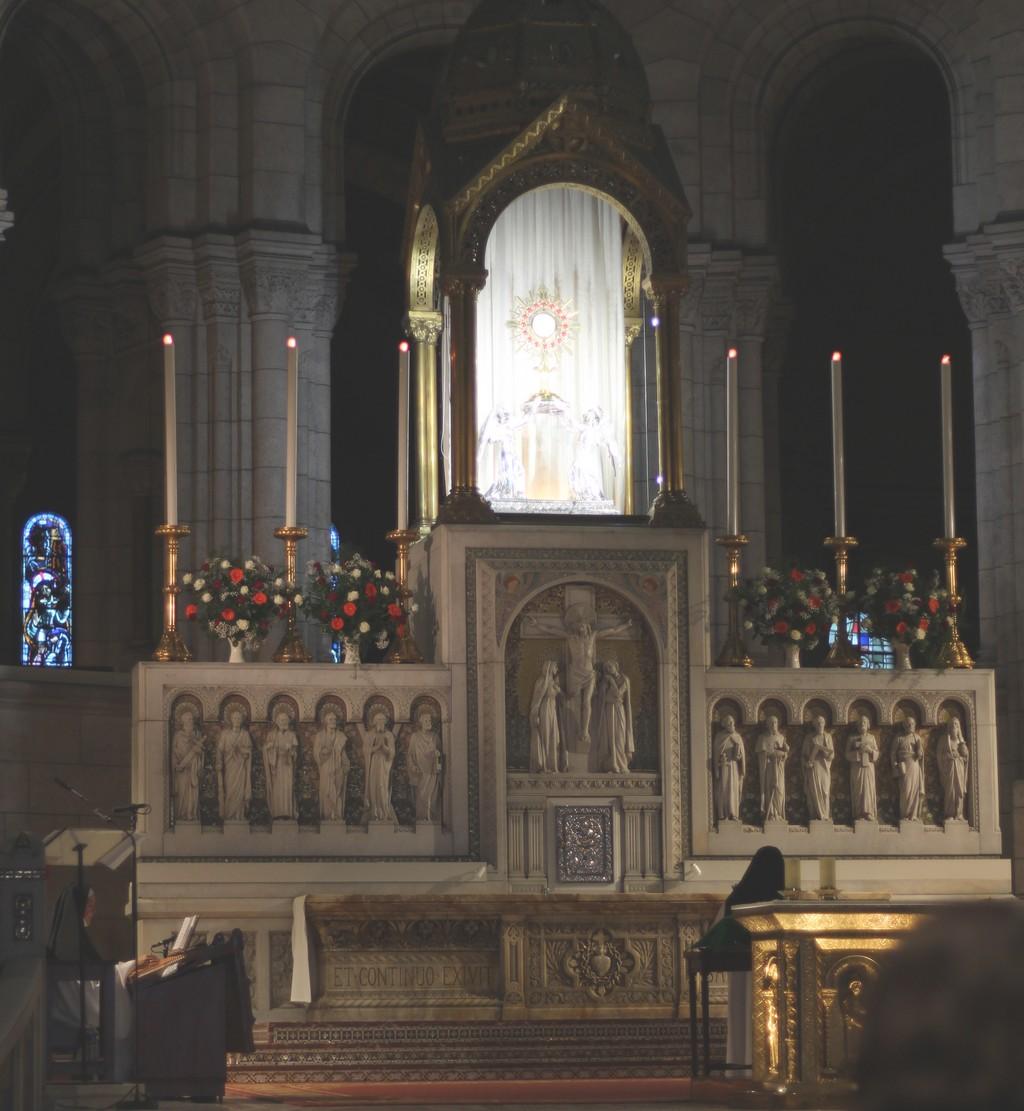 Adoration-perpétuelle-dans-la-Basilique